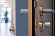 geöffnete Tür © Matthias Buehner