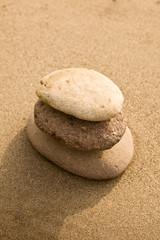 Pietre Zen sulla sabbia