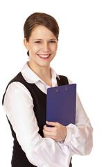 Selbstbewußte Geschäftsfrau mit Klemmbrett lacht in Kamera