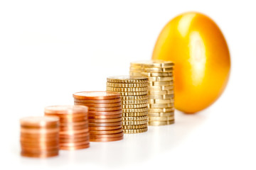 goldenes ei mit geld