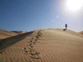 Läufer in der Wüste - Einsam