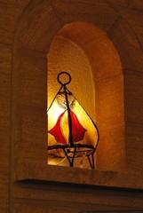 Lampe tunisienne dans une niche