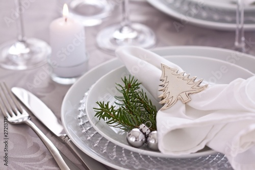 christmas table setting in silver and white