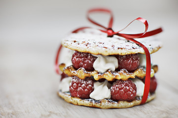 close up of raspberry and cream cookie dessert