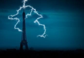 tour eiffel orage éclair ciel bleu tempête temps nuage lumièr