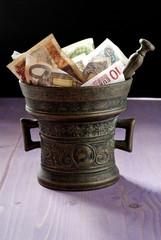 denaro in un mortaio