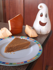 Serving of eggless pumpkin pie