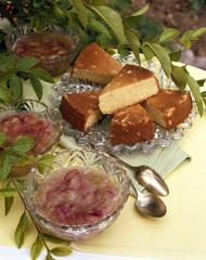 Compote de rhubarbe et pain de Gênes