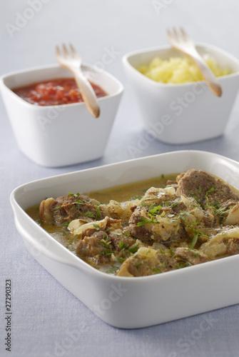 Curry d'agneau au riz safrané et chutney de tomates