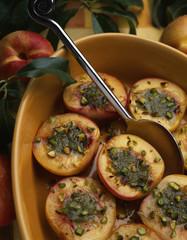 Nectarines farcies à la crème de pistaches