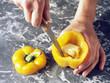 Enlever le blanc et les pépins des poivrons