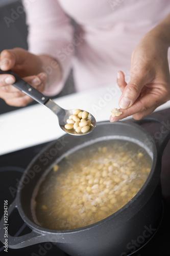 Tester la cuisson des haricots de soja