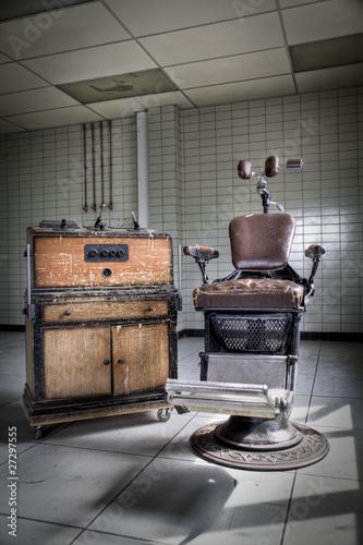 Foto op Plexiglas Retro An old vintage, dentist chair