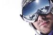 visage et masque de ski sous la neige