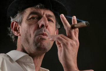 homme cigare