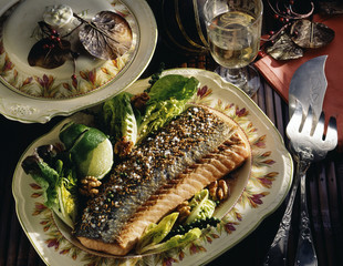 Salmon with green pepper and sesame seeds