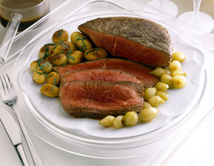 Roast beef with small potatoes and onions