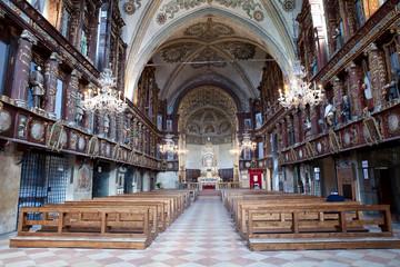 L'interno del Santuario della Beata Vergine delle Grazie (MN)