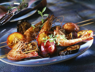 Gambas and nectarine brochettes with ginger