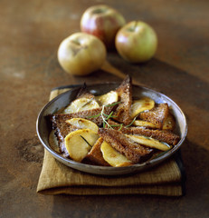 browned apples with gingerbread