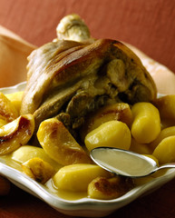 Knuckle of ham with apples and potatoes in cider