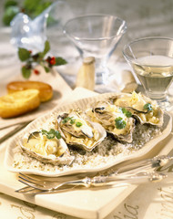 Cooked oysters with cream and onion sauce