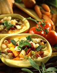 Minestrone with pesto and dried fruits