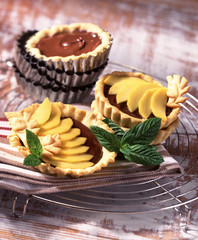 Mango and chocolat express tartlets