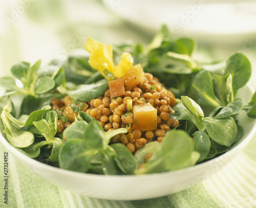 Lamb's lettuce and lentil salad