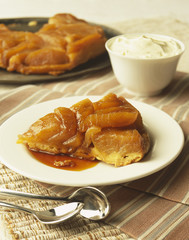 Apple tatin tart with caramel sauce