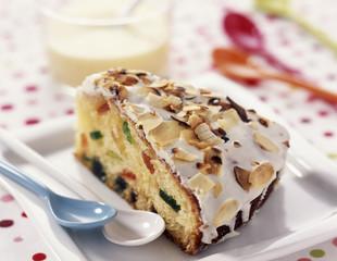 Yoghurt fruit cake