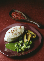 Cod tournedos with watercress coulis,broccoli and patatoes
