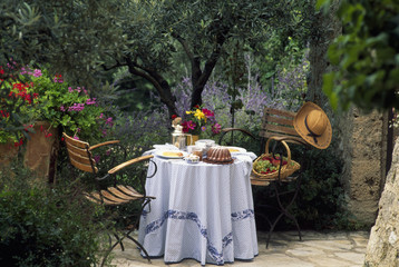 set table in Provence