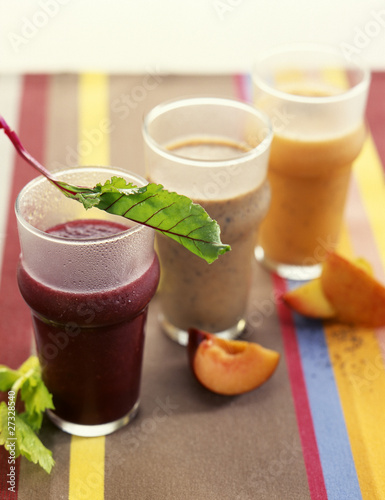 Night juices:beetroot-celery-lettuce,peach-fig-poppy seeds,oat-banana-prune