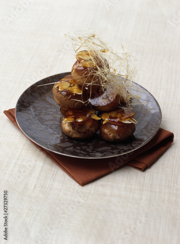 Cream puffs with caramelized almonds