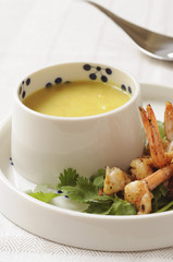 Parsnip and curry soup,peppered shrimps à la plancha