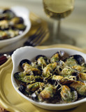 Stuffed mussels with garlic and parley