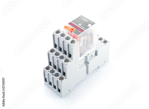 Electric switching relay