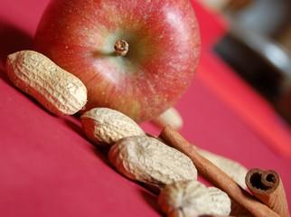 Apfel und Erdnüsse