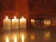 Klangschale mit Kerzen
