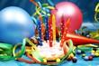 Luftballons und Partykuchen