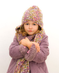 bambina  con abbigliamento invernale