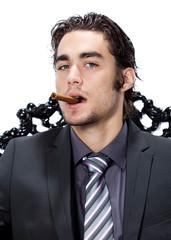 homme caucasien portrait cigare