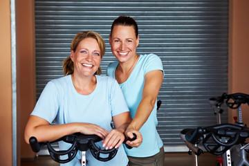 Gemeinsam im Fitnessstudio