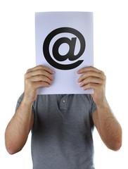 E-Mail Zeichen in der Hand