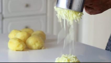 Preparazione per il purea di patate