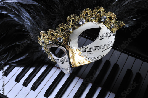 Papiers peints Carnaval Maske auf Flügel