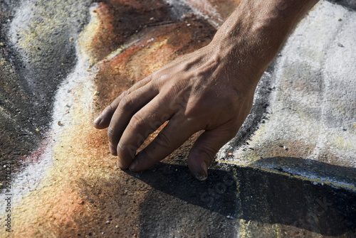 pavement-artist-hand