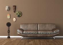 Brązowy ściany z plemiennych masek i kanapa