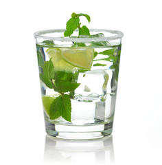 cold drinks with lime and peppermint